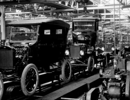 Dalla catena di montaggio all'industria 4.0: oltre 100 anni di evoluzione